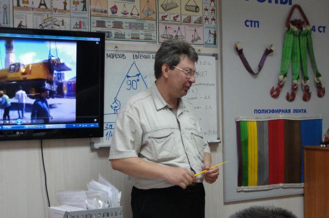 Экс-работники «Мостовика» получают новые профессии в учебном центре.