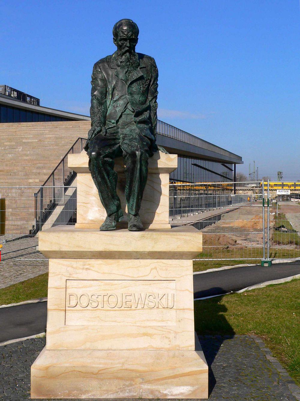 В 2006 году в Дрездене был открыт памятник Фёдору Достоевскому. Установлен он в немецком городе, где часто бывал русский писатель. Именно в Дрездене Достоевский написал романы «Вечный муж» и «Бесы».