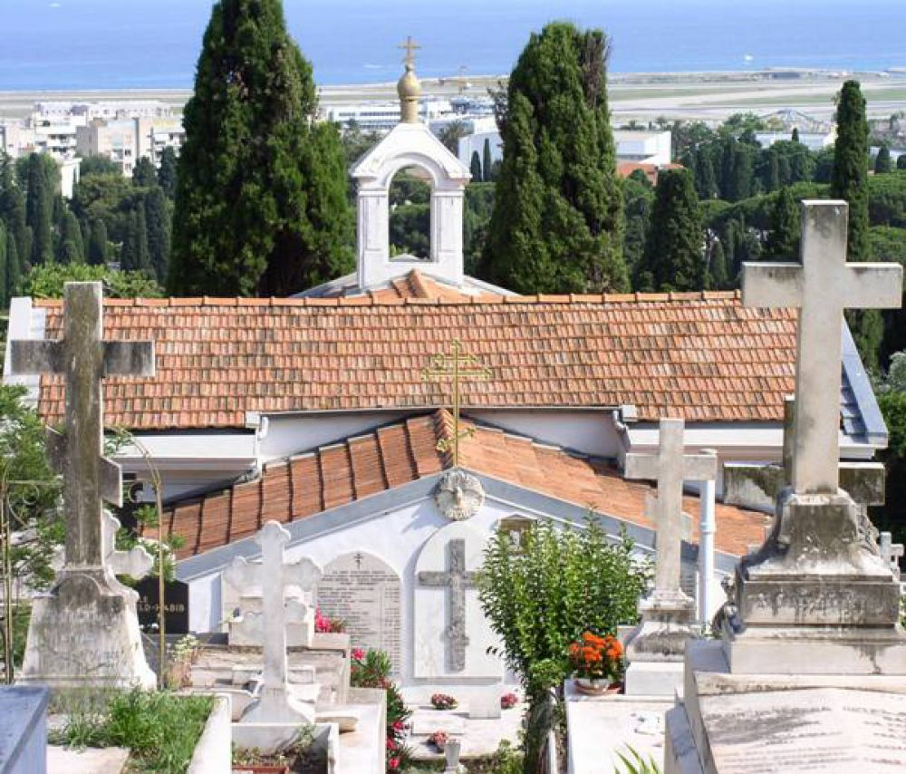 Русское кладбище Кокад, расположенное на западной окраине Ниццы, было открыто в 1867 году. На нём похоронено более 3000 русских подданных, умерших во Франции, и вынужденных эмигрантов после событий 1917 года в России.