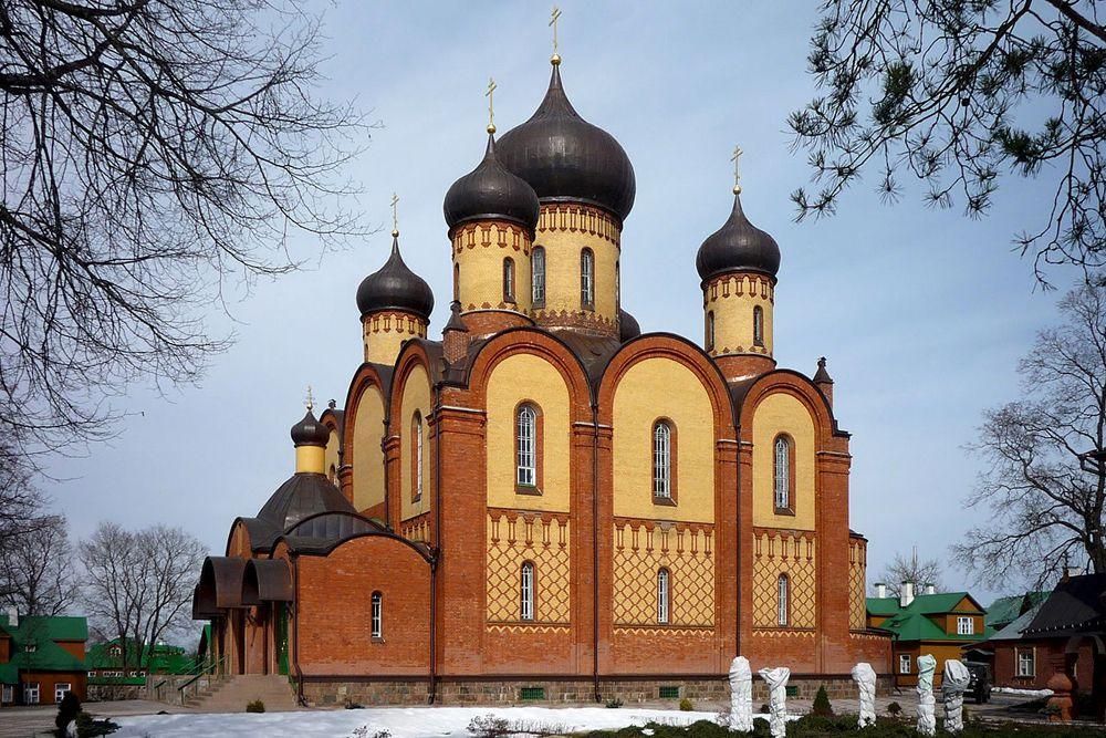 Пюхтицкий Успенский монастырь - православный женский ставропигиальный монастырь, расположенный в эстонской деревне Куремяэ. Он был основан ещё в 1891 году и с тех пор никогда не закрывался.