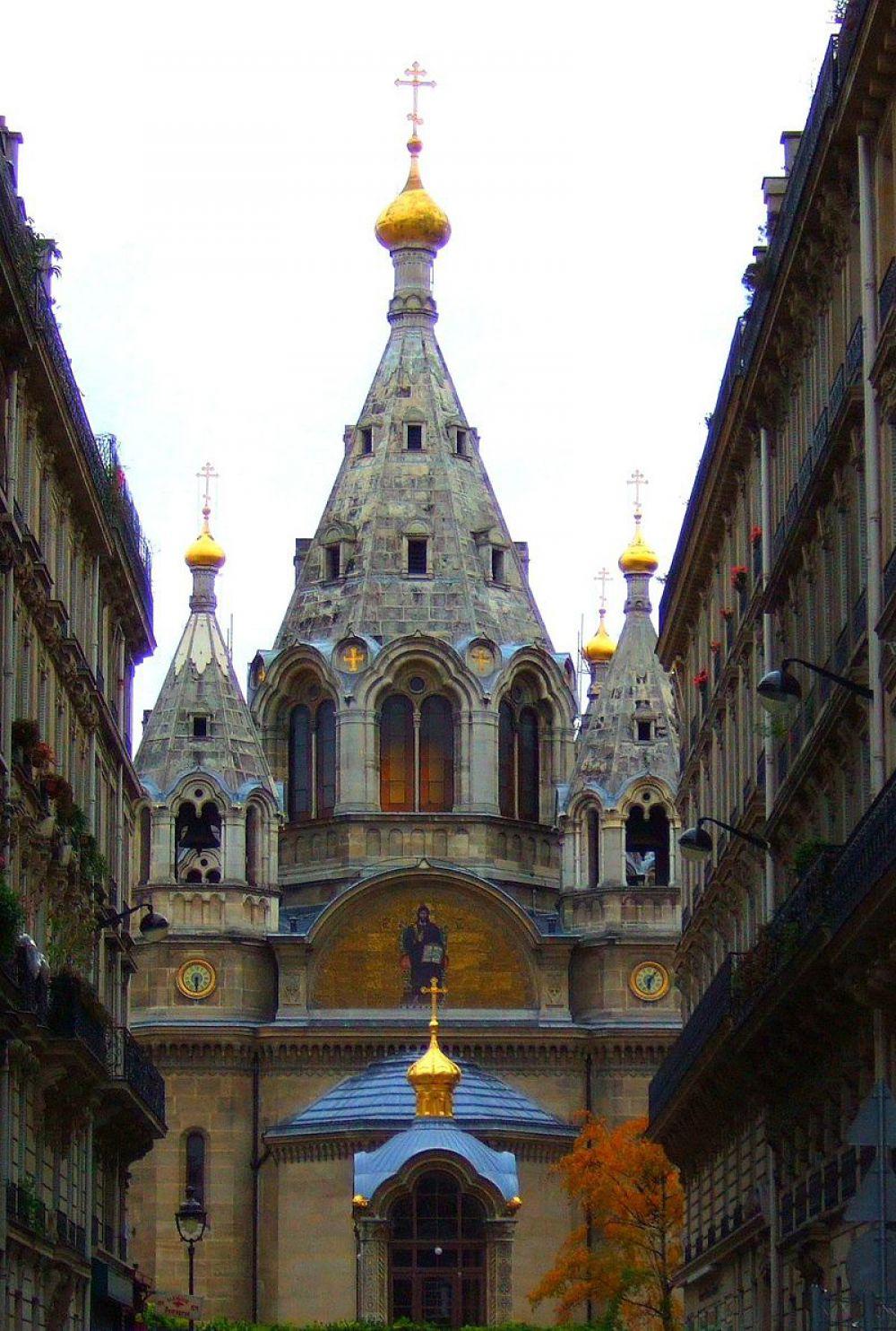 Собор Александра Невского в Париже был возведён в середине XVIII века по проекту архитекторов Романа Кузьмина и Ивана Штрома. Его возведение у французов вызвало такой оживлённый интерес, что к пожертвованиям на строительство присоединились даже иностранцы-католики и протестанты.