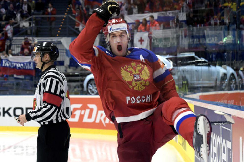 На седьмом месте рейтинга расположился хоккеист Евгений Малкин с доходом в 9,9 млн долларов.
