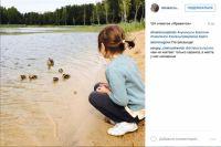 Дочь Дины на берегу Ключевого озера в Красном Бору.