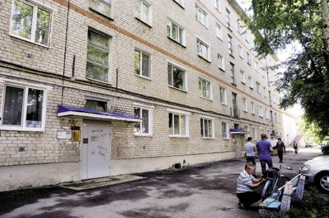 В доме по ул. Коммуны, 49, в Кунгуре в первую очередь сделали кровлю.