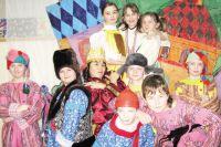 Костюмы и декорации ребята из «Авансцены» делают своими руками под руководством педагогов дополнительного образования.