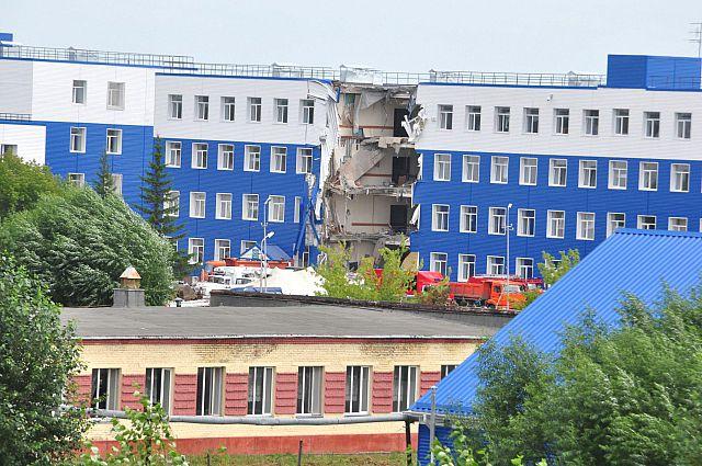 Министр обороны прокомментировал причину обрушения секции казармы.