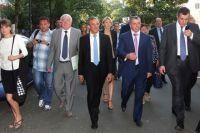 Французская делегация во время прогулки по Симферополю.