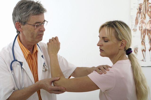 Без резких движений! Вывих плеча – частая летняя травма | Здоровая ...