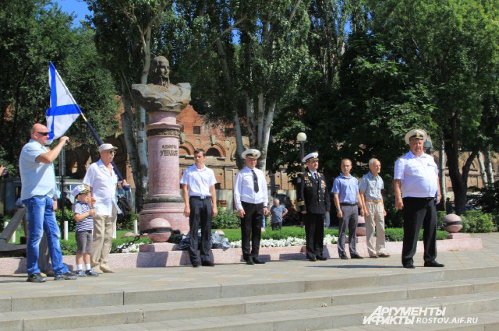 Памятник русскому флотоводцу адмиралу Ушакову символизирует победу и мощь военно-морского флота России.