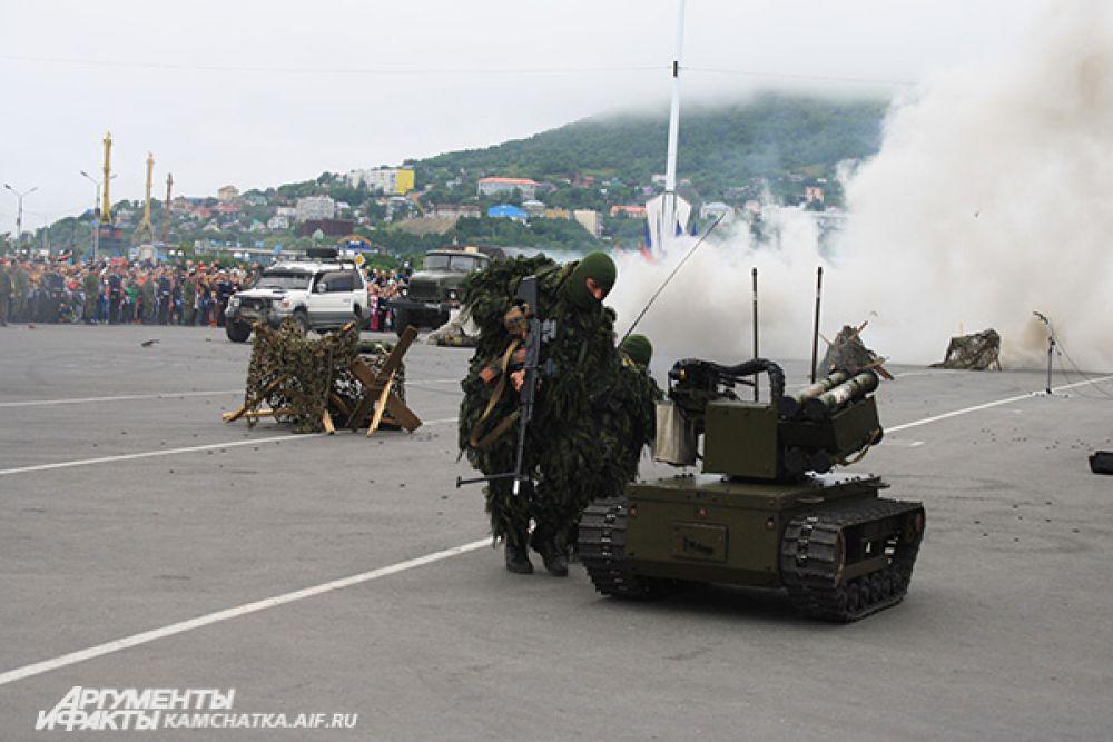 Бойцы разведывательного подразделения продемонстрировали вариант освобождения заложника.