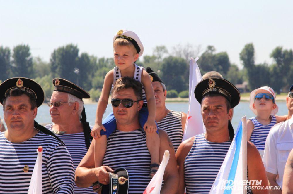 День ВМФ многие приходят отмечать  с детьми и семьями.