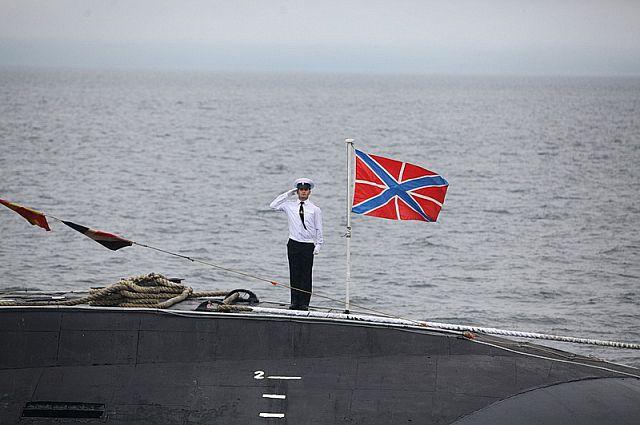 Военное приветствие с борта подводной лодки.