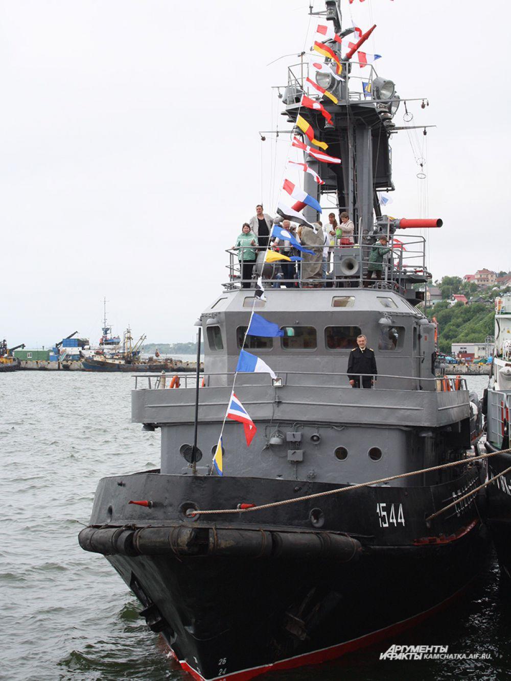 Для посещения и экскурсий были открыты военные суда, пришвартованные на пирсе «Пасифик-Нетворк».