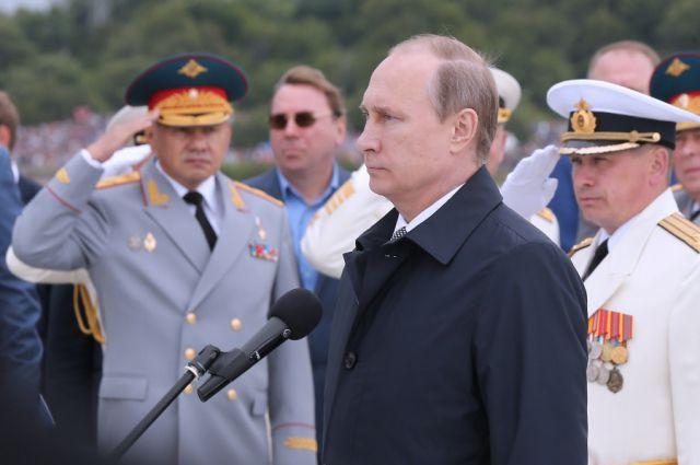 Владимир Путин принял парад в Балтийске.