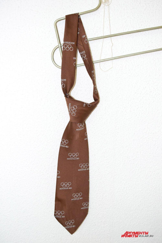 Мужской галстук, выпущенный в честь Олимпиады-80, ценится коллекционерами.