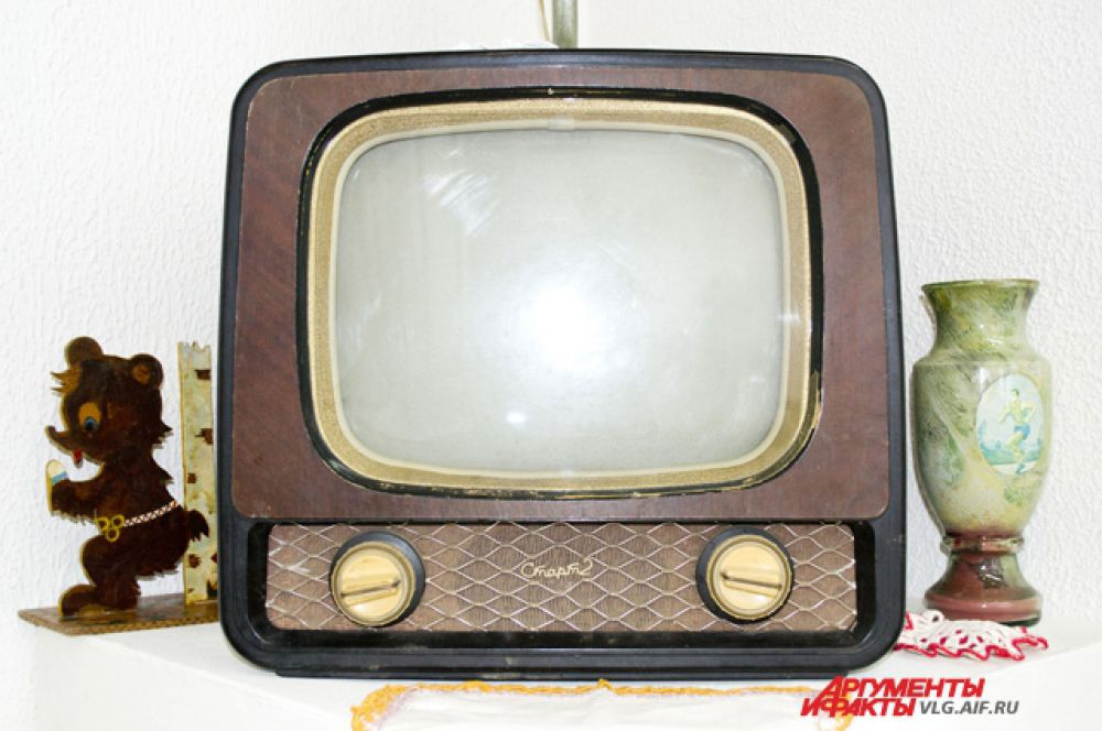Телевизор «Старт-2» весил около 20 килограмм. В 1961 году его можно было купить за 230 рублей.