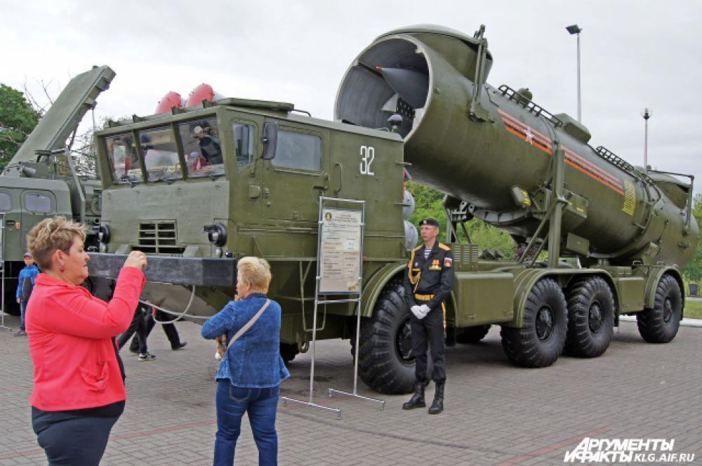 Выставка лучших образцов военной техники.