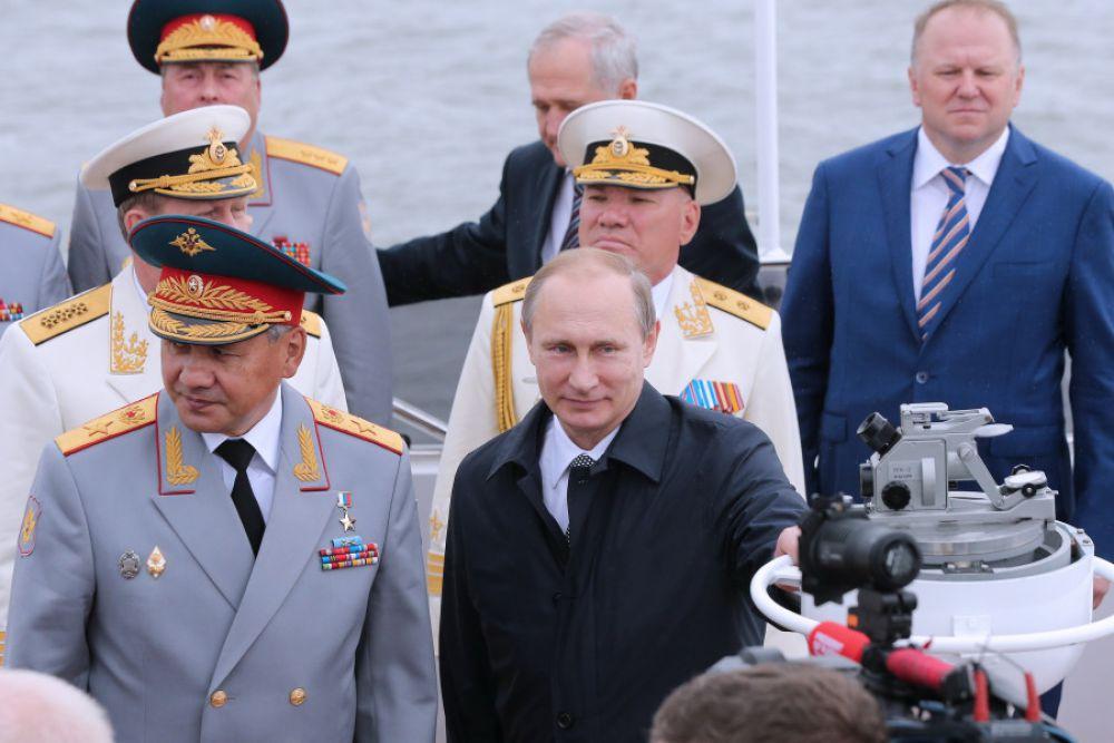 Принимал парад в Балтийске глава государства Владимир Путин.