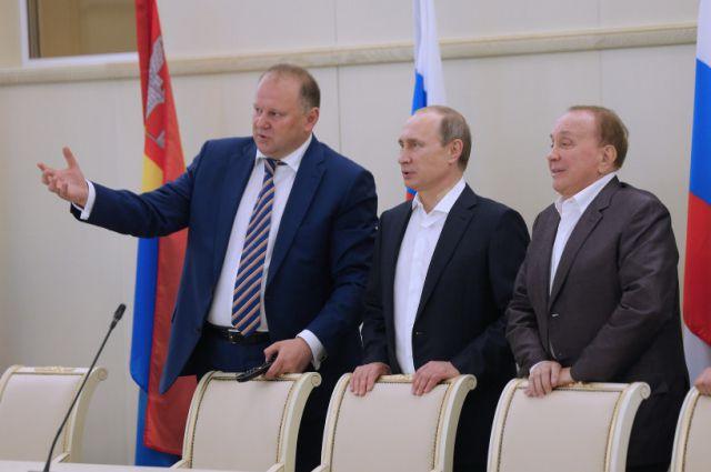 Врио губернатора Николай Цуканов и президент Международного союза КВН Александр Масляков показали Владимиру Путину «Янтарь-Холл».
