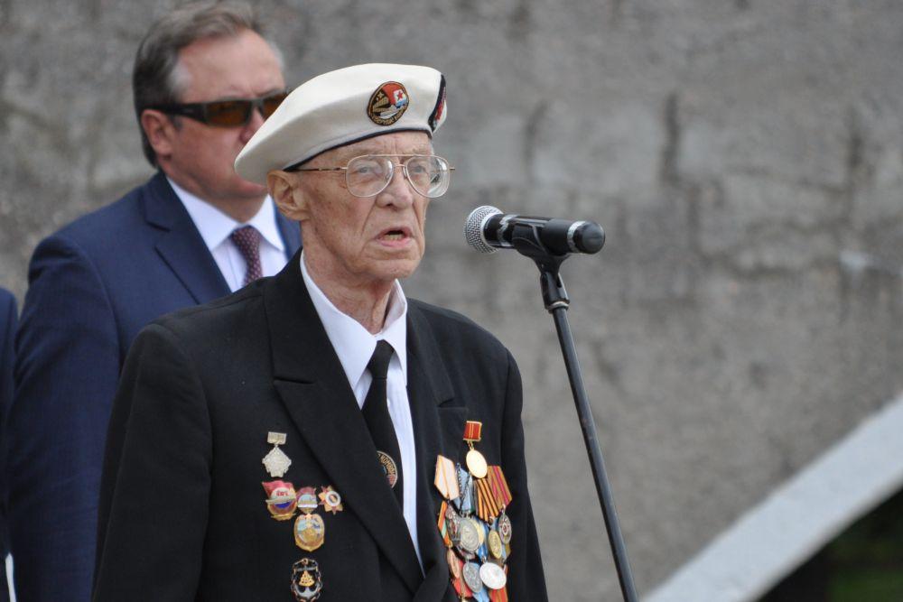 Юрий Петрович Копытов, ветеран Великой Отечественной войны, участник Северных конвоев пожелал мирных вахт воинам-североморцам.