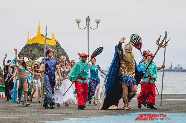 Владыка морей приветствует гостей праздника.