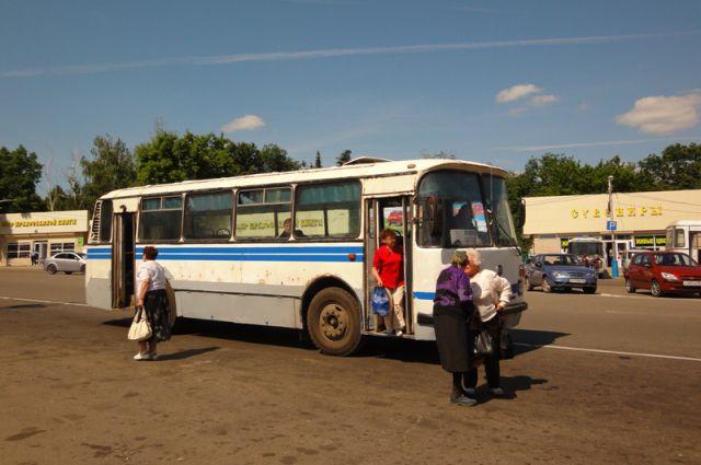 До сих пор на улицах райцентров можно встретить старенькие советские автобусы.