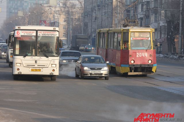 Общественный транспорт в Новосибирске перекрасили