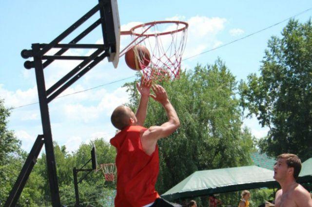 День стритбола в Омске устраивают каждый год.