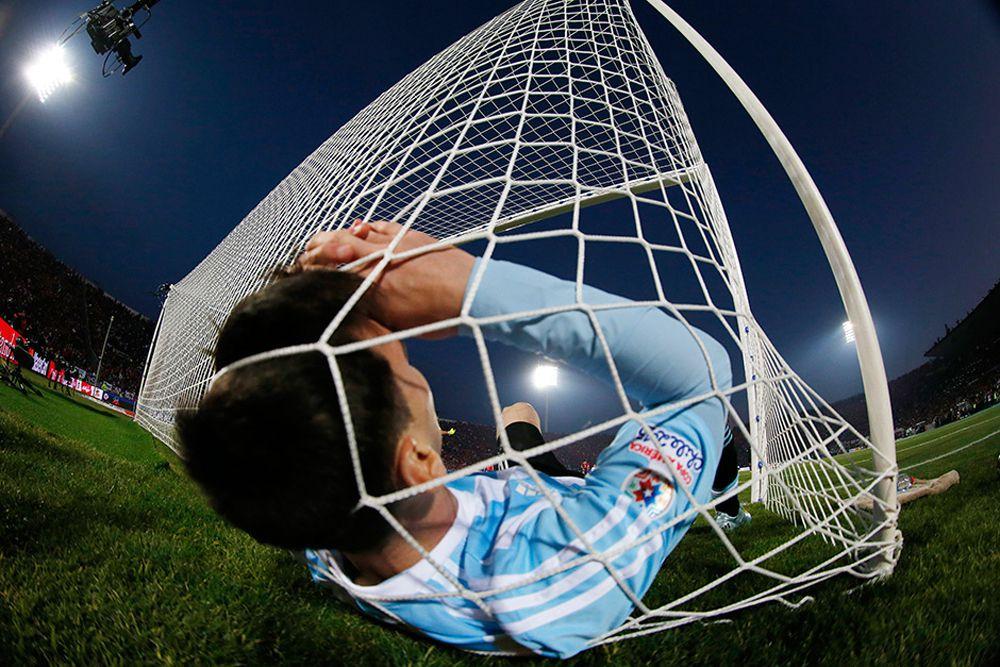 Лионель Месси во время финального матча против Чили на Кубке Америки по футболу. Чили, 4 июля.
