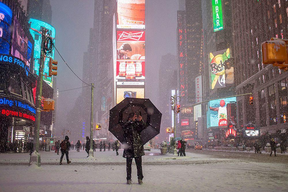 Снежная буря на Таймс-сквер, Нью-Йорк. 26 января.