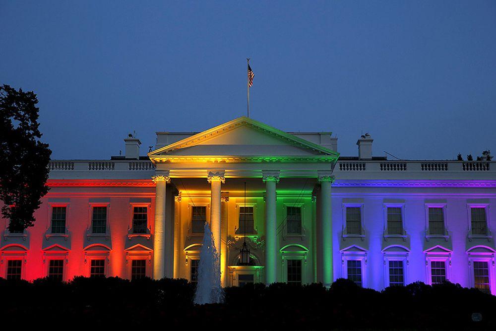 Белый дом, подсвеченный цветами радуги в ознаменование легализации однополых браков во всех штатах США, 26 июня. Самое популярное фото первого полугодия 2015 года на странице Reuters в Instagram.