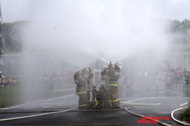 Водное шоу от хабаровских пожарных