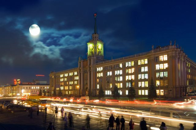 Мэрия Екатеринбурга закупит постеры с видом города на полмиллиона рублей