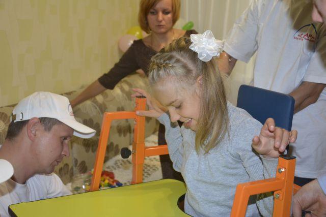 Дети-инвалиды ходят в школы и детские сады вместе со здоровыми ребятами.