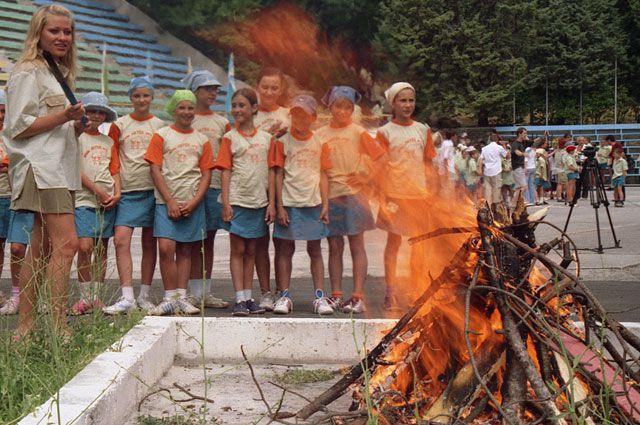 В лагере день детей расписан по минутам.