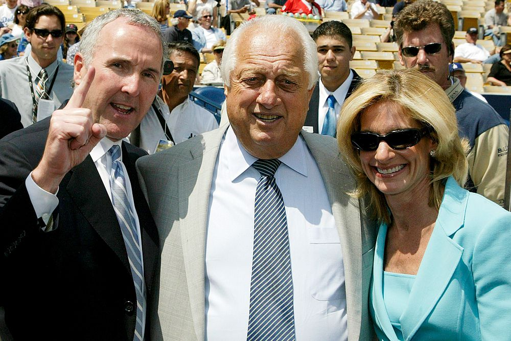 Фрэнк и Джеми Маккорт развелись в 2011 году. Размер компенсации составил $130 млн. Жизнь узаконивших свои отношения в 1979 году супругов вместе с их четырьмя сыновьями напоминала идиллию. Однако в ходе развода стало известно о многочисленных изменах Фрэнка. В итоге он согласился выплатить супруге предложенную ее адвокатами сумму $130 млн, для чего пришлось пустить с молотка любимую команду Los Angeles Dodgers.