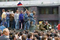 Защитники демократии у «Белого Дома» 19 августа 1991 года.