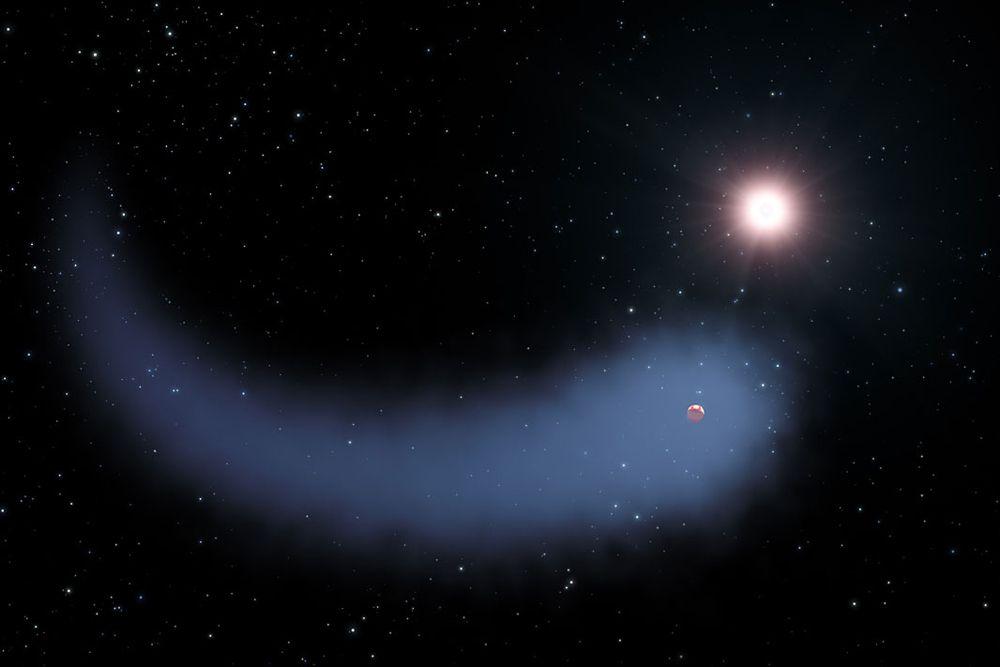 Экзопланета Gliese 436 b необычна тем, что у нее есть хвост. Она расположена на расстоянии 33 световых лет от Земли, а ее масса сравнима с массой Нептуна. Предположительно Gliese 436 b состоит из воды, а ее атмосфера — из гелия. Хвост образован водородом, испаряющимся из атмосферы из-за слишком близкой к звезде орбиты. Период вращения экзопланеты вокруг своего светила всего 2,6 суток.