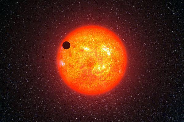 Первоначальные расчеты показывали, что вокруг красного карлика GJ 1214 может вращаться суперземля, полностью покрытая водой. Однако последующие наблюдения это не подтвердили. GJ 1214 b — первая известная экзопланета, вращающаяся вокруг красного карлика, но маловероятно, чтобы на ней была жизнь.