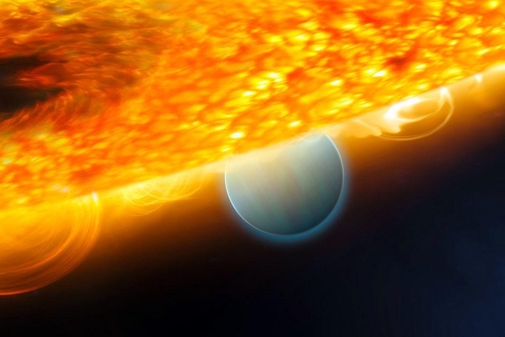 Ученые впервые смогли с высокой точностью определить содержание воды в атмосфере трех экзопланет, газовых гигантов наподобие Юпитера — HD 189733b, HD 209458b и WASP-12b. Они находятся на расстоянии от 60 до 900 световых лет от Солнца, температуры на их поверхностях — от 900 до 2,2 тысячи градусов Цельсия.