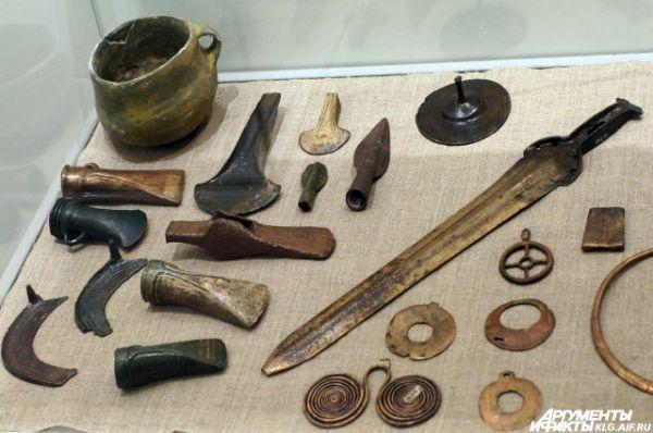 Оружие, орудия труда и украшения. Эпоха бронзы - ранний железный век. 1000-300 года до нашей эры.