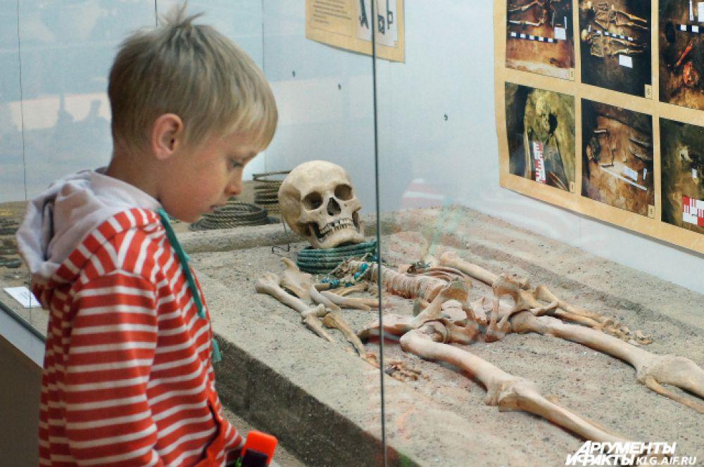 Орденский период представлен почти полностью сохранившимся скелетом молодой знатной женщины лет тридцати, который был обнаружен в могильнике Альт-Велау (недалеко от поселка Знаменск Гвардейского района).