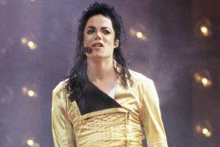 Перчатку Майкла Джексона продали почти за 65 тысяч долларов