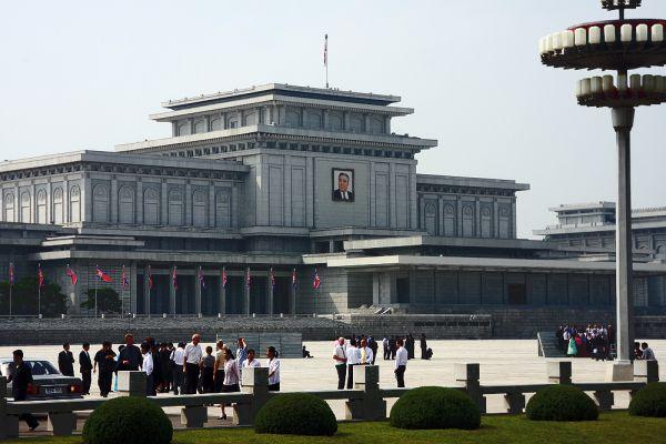 Железный Всепобеждающий Полководец, Залог Освобождения Человечества, Великий Вождь и Вечный Президент КНДР Ким Ир Сен нашел упокоение в своей бывшей резиденции — дворце Кымсусан на северо-востоке Пхеньяна. Впечатляет не только сам мемориал, но и ритуал его посещения. Сначала проводится сверка имен посетителей со списком, сотрудники забирают фото- и видеокамеры, проверяют всех без исключения металлоискателем, затем — на ощупь и уже потом — газоанализаторами.
