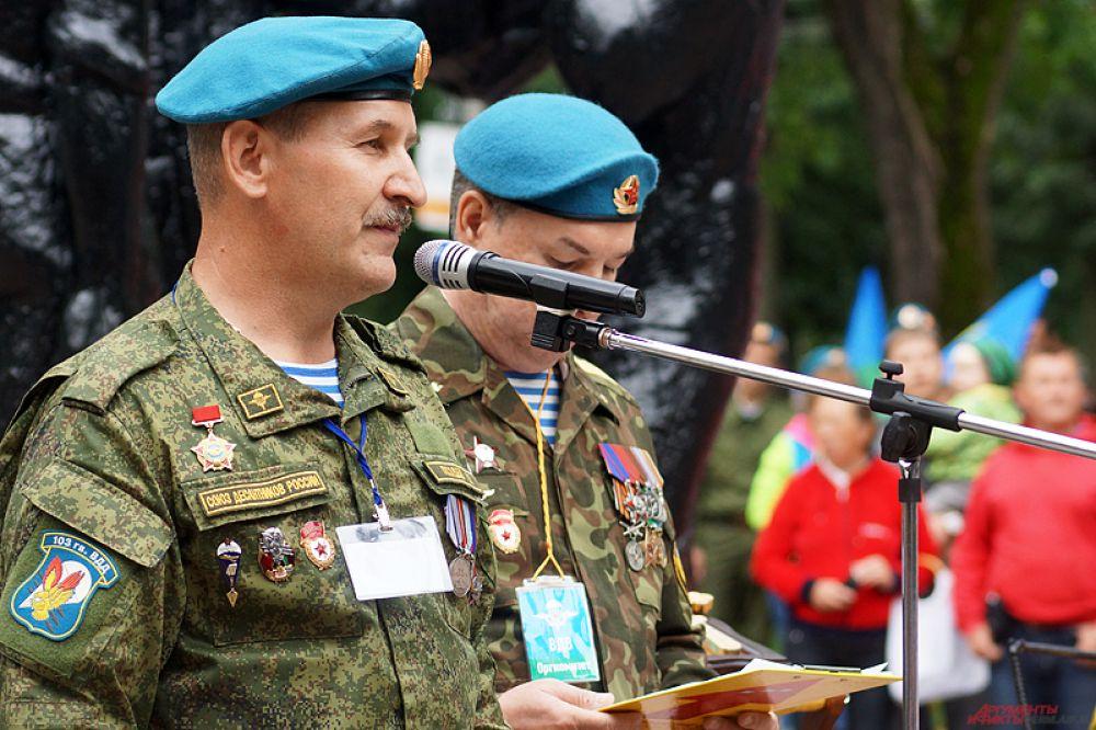 Закончилось торжественное празднование у памятника «Разорванное братство», где прошел митинг.