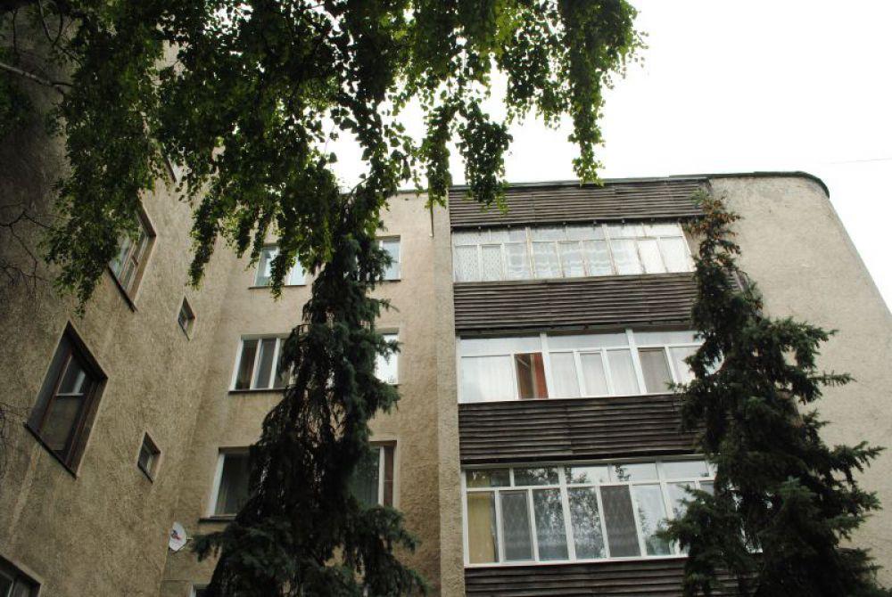 Интереснейший образец стиля - дом, известный в народе как «Дворянское гнездо», здесь располагались квартиры партработников областного уровня.