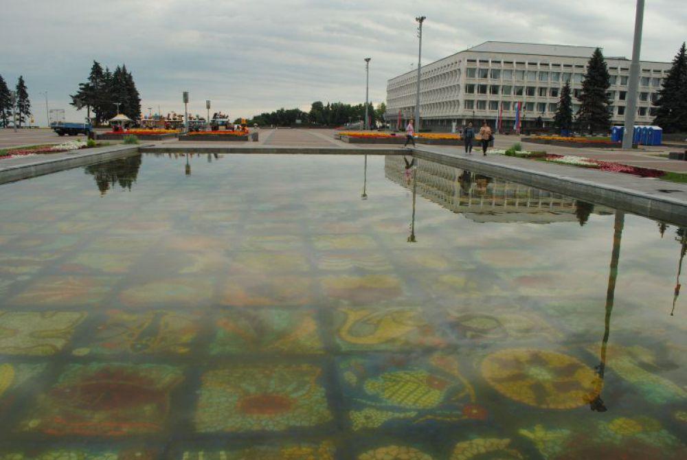 Знаменитый бассейн работы Зураба Церетели.