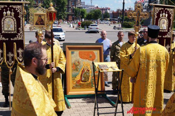 Второй год в День ВДВ в Хабаровске проходит крестный ход