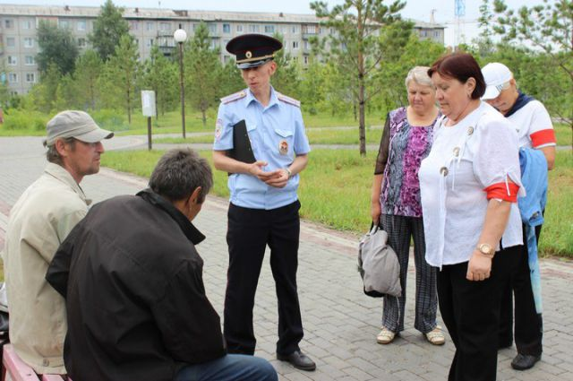 Дружинники работают вместе с полицейскими.