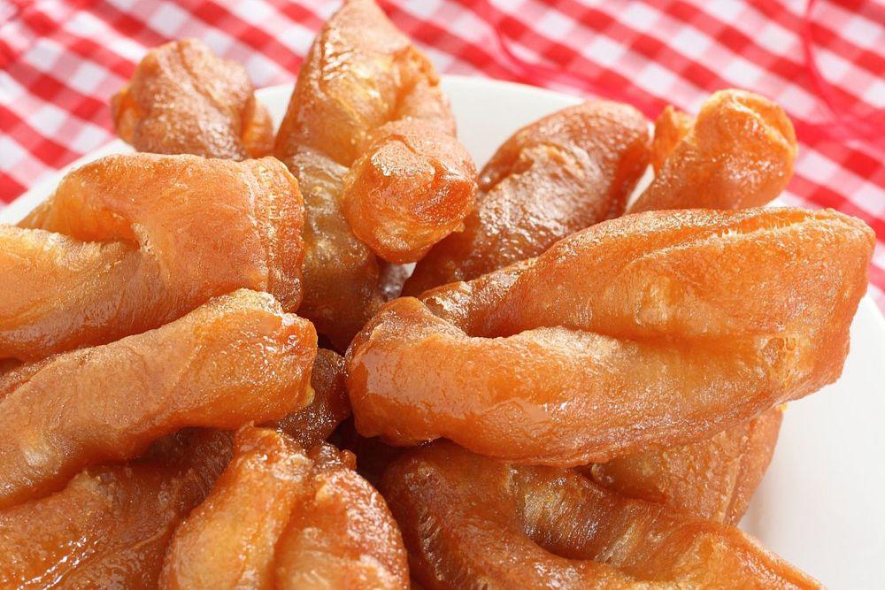 В ЮАР популярным десертом являются сладкие булочки из теста, обжаренные и смоченные в холодном сахарном сиропе.